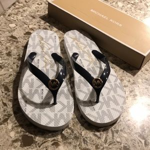 Micheal Kors 10M Sandals New With Box ❤️😍🥰